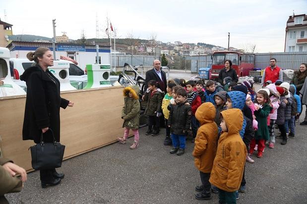 Çevre gönüllüsü miniklerden Derince Atık Getirme Merkezine ziyaret