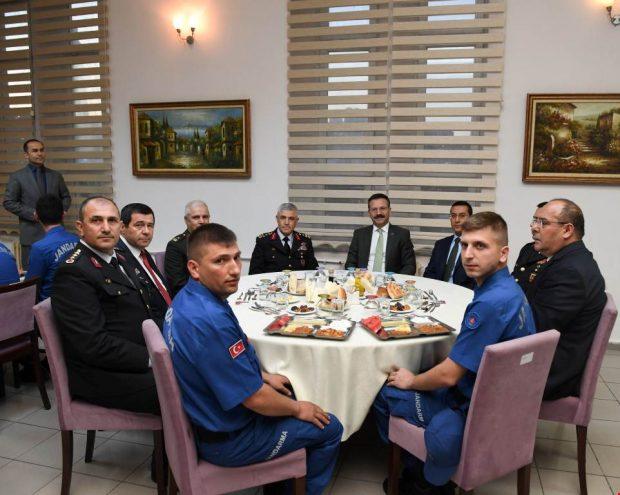 Orgeneral Çetin İl Jandarma İftarına Katıldı
