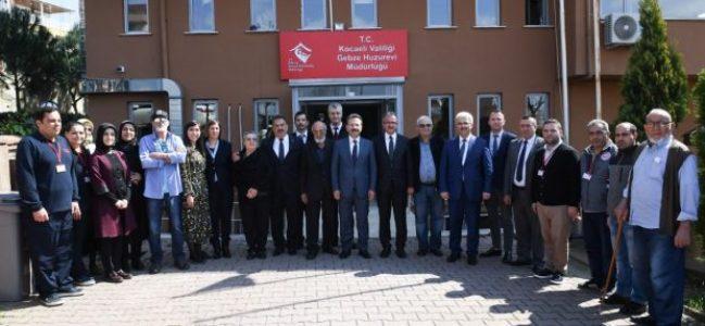 Vali Aksoy'dan Gebze Huzurevi Ziyareti