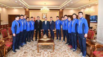 Vali Aksoy,Türkiye Futsal Finaline katılacak sporcuları kabul etti.