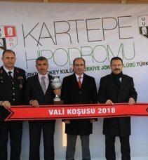 Vali Aksoy birincilik kupasını verdi