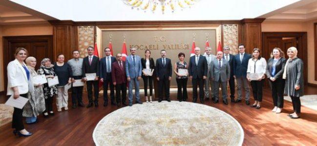 Vali Aksoy'dan sağlıkçılara başarı belgesi