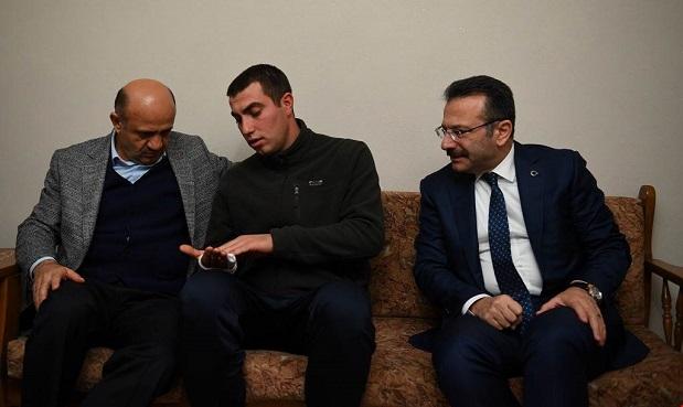 Başbakan Yardımcısı Işık, Gazi Astsubay Vedat Öz'ü ziyaret etti.