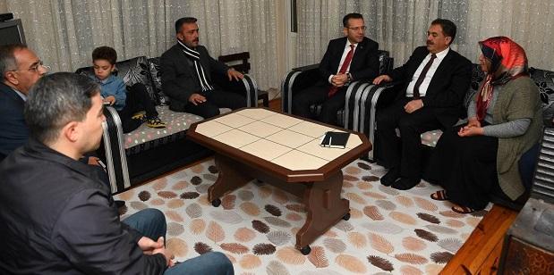 Şehit Oğuzhan Demir'in ailesi Vali Aksoy'u misafir etti.