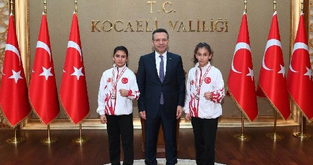 Şampiyonlar Vali Aksoy'u Ziyaret Etti