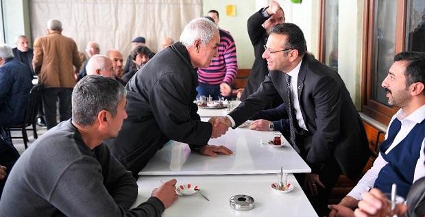 Cuma namazının ardından vatandaşlarla sohbet