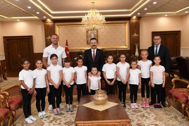Minik Jimnastikçiler Vali Aksoy'u Ziyaret Ettiler