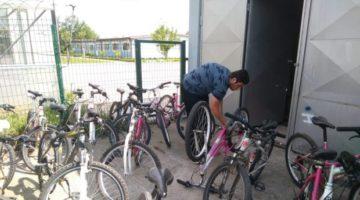 Bisikletleri tamir ettiler