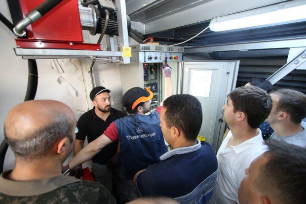 Asansörde mahsur kalanları kurtarma eğitimi