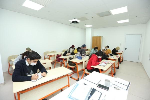 215 öğrenci sınavlara hazırlanıyor