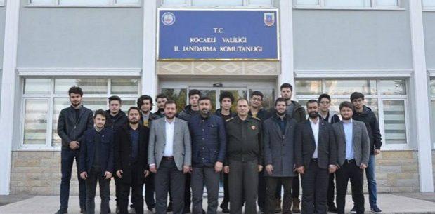 TÜGVA gönüllüsü gençler Kocaeli Jandarma Alay Komutanlığını ziyaret etti.