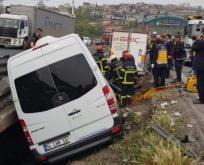 Kocaeli protokolunun eşlerini taşıyan araç kaza yaptı