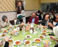 Üzülmez, Kartepeli büyükleri iftar sofrasında ağırladı.