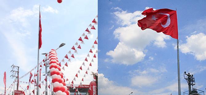 Kocaeli'nin en büyük Türk Bayrağı göndere çekildi