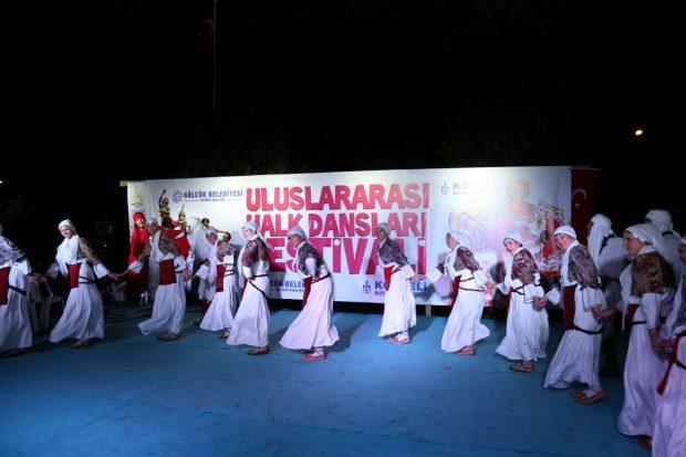 Uluslararası Halk Dansları Festivali'nde Renkli Görüntüler