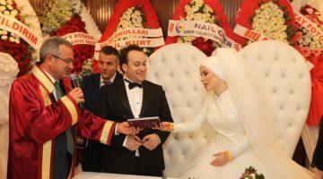 Gebze'de 2017 yılında 2 bin 605 çiftin nikahları kıyıldı.