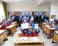 Alparslan İlkokulu'nda öğrencilere karnelerini verdiler