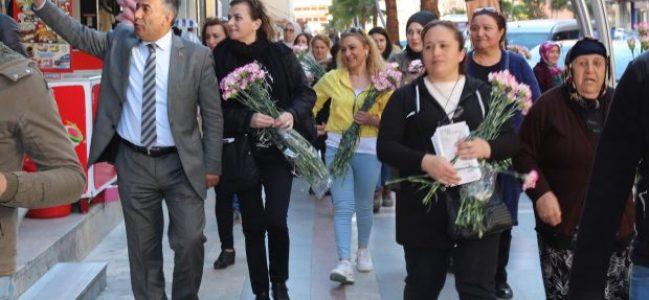 CHP 'li Kadınlar karanfillerle tura çıktılar