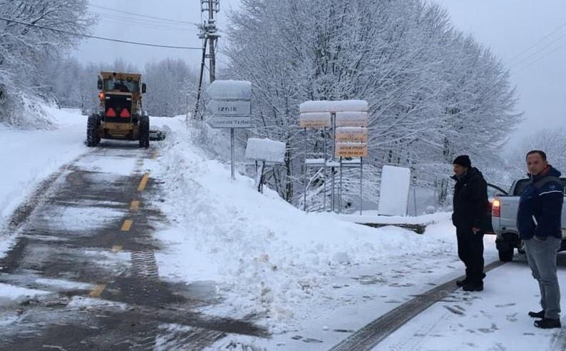 Büyükşehir ekipleri karla mücadeye başladı