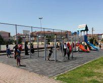 Parklar Çocuklarla Güzel