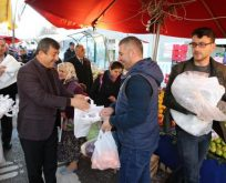 Karabacak'dan vatandaşlara bez torba