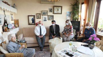 Yaşlılar Günü'nde Prof. Dr. Neda Armaner'i evinde ziyaret