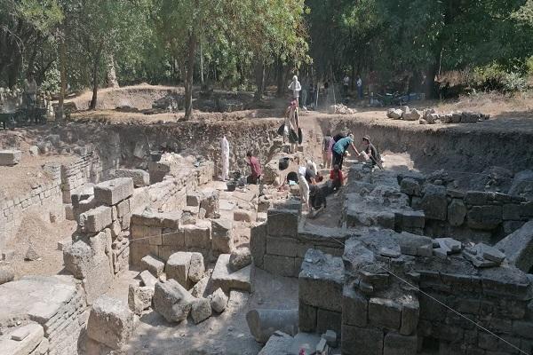 KOÜ Arkeoloji Bölümü'nden Bathonea Kazısında Önemli Keşif