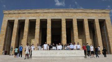Bıyık, gençleri Anıtkabir'e götürdü