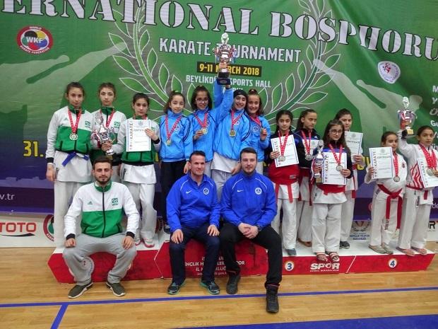 Karate Turnuvasında Madalya Yağmuru
