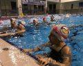 Körfezli Çocuklar Tatilin Keyfini Yüzerek Çıkarıyor
