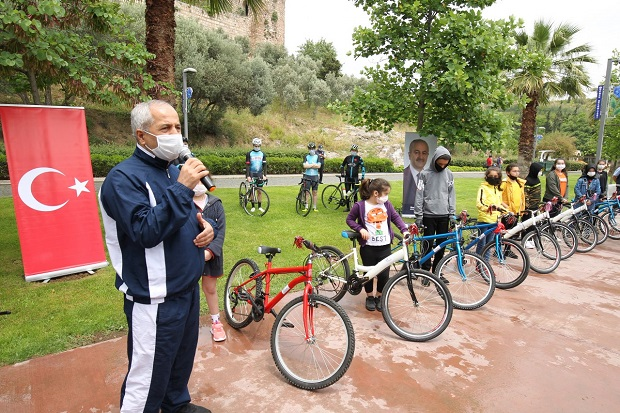 Dünya Bisiklet Günü'ndeÇocuklara Bisiklet