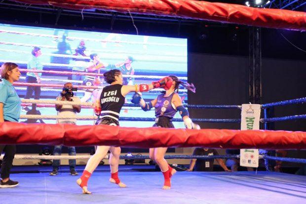 Türkiye'nin en iyi dövüşçüleri Darıca'da ringe çıktı