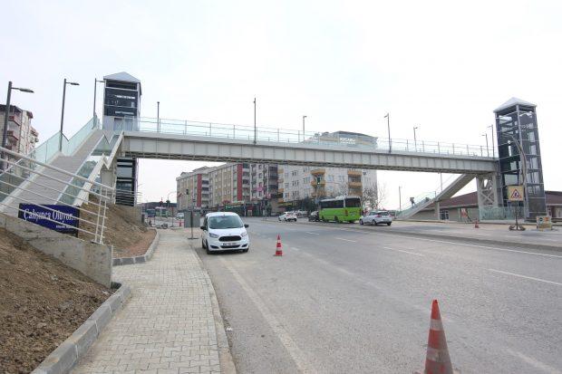 Gebze'ye modern yaya köprüsü