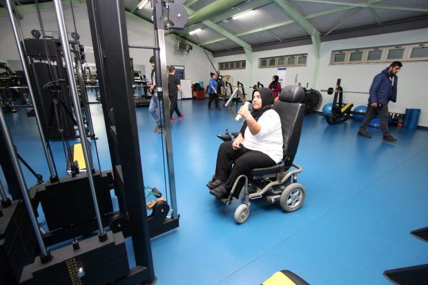 Bedensel Engelli Ev Hanımı Bilek Güreşinde dünya üçüncüsü
