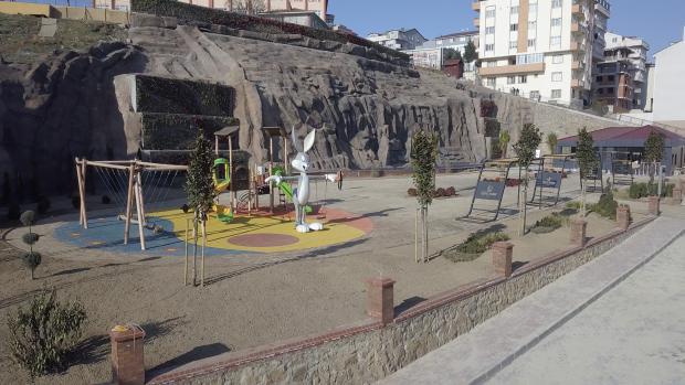 Erişler Şelaleli Semt Meydanı açılış için gün sayıyor