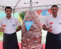 650 kiloluk cağ kebabı vinç ile taşındı