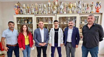 CHP 'den genç sporcuya altın hediyesi