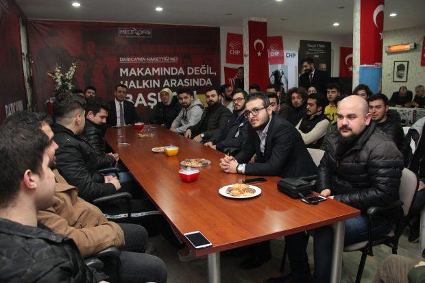 Gençlerden genç aday Törk'e büyük ilgi