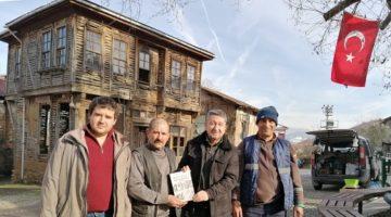 Tarihçi Şükür'den Gölcük Saraylı köyünde imza günü