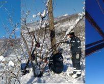 Yağan Karda canla başla çalışıyorlar.