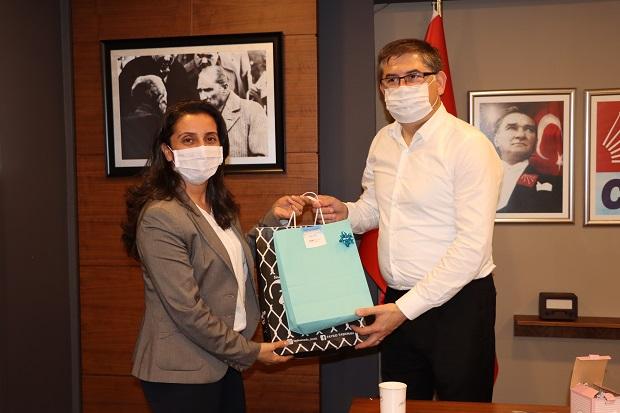 CHP'li kadınlardan babalar günü sürprizi