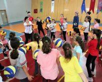 10 ilçede 3 bin öğrenciye voleybol eğitimi