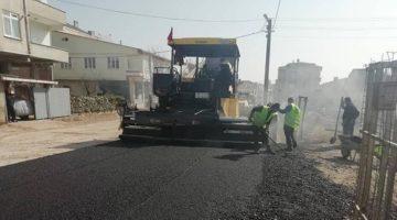 Sıcak asfalt serim işleri sürüyor