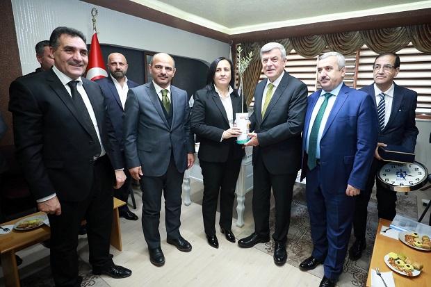 Karaosmanoğlu, Kocaeli Tüm Sanayici İş İnsanları Derneğini ziyaret etti.