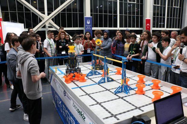 Robotlar yarıştı
