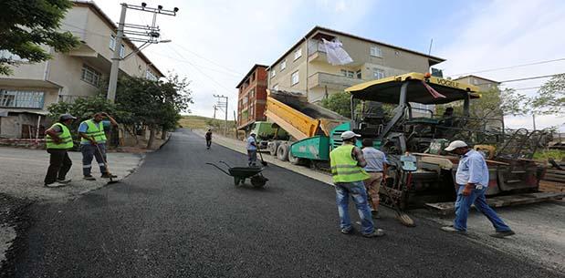 Emek Mahallesinde Üstyapı Çalışmaları Devam Ediyor