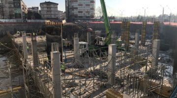 İzmit Kent meydanı otoparkının kolonları dikiliyor