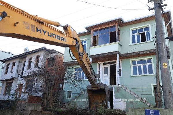"""""""67 Ağır Hasarlı Binanın Yıkımı Yapıldı"""""""
