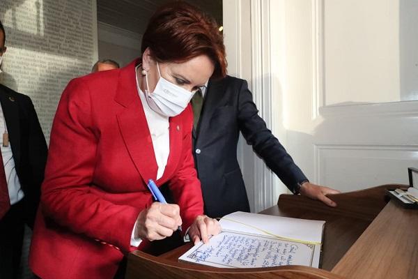 Akşener Atatürk Evi Müzesini Ziyaret Etti