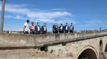 Tarihi Köprüyü İncelediler